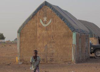 Casa y niño en Gogui Mauritania pablocaminante