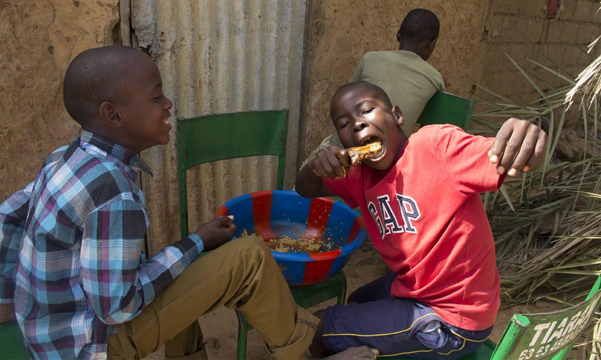 ninos comiendo segou pablocaminante 1201x720 - Malí