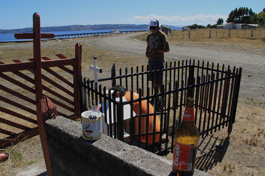 cerveza cementerio chiloe pablocaminante - Chile, Islas de Chiloé