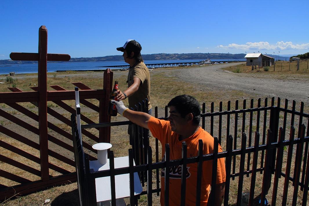compartiendo cementerio pablocaminante - Chiloé, Chile