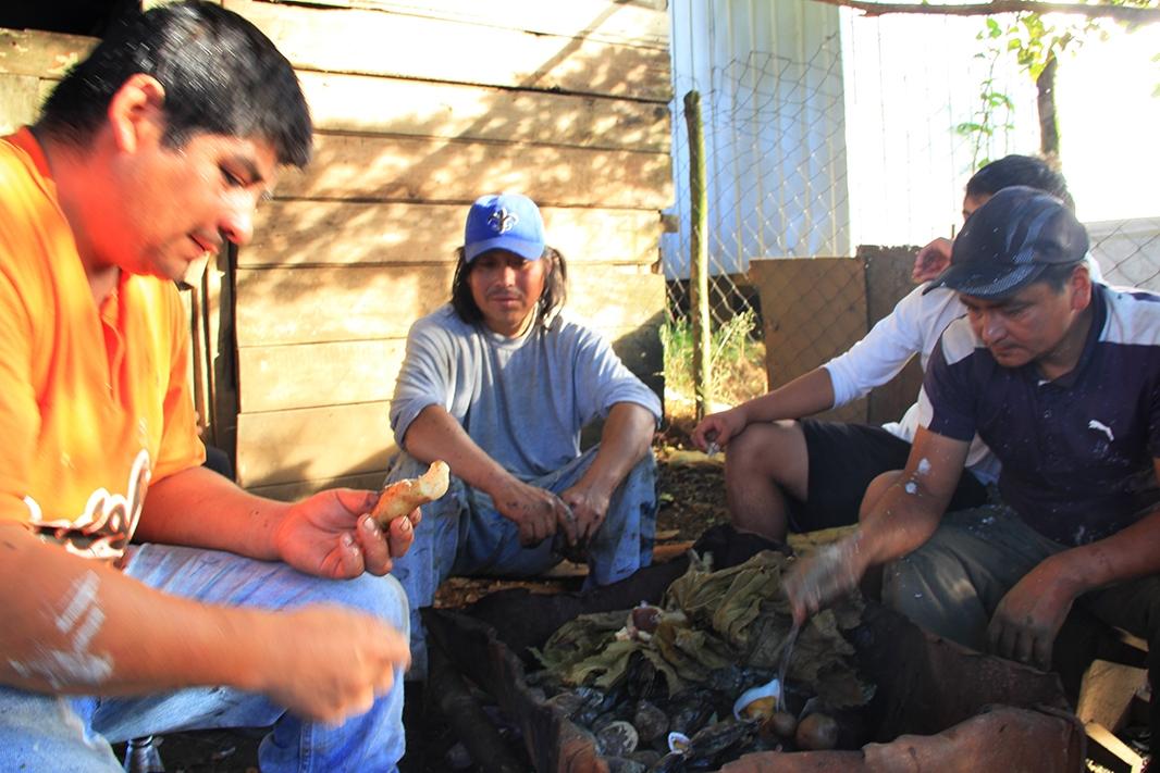 curanto almuerzo chiloe pablocaminante - Chile, Islas de Chiloé