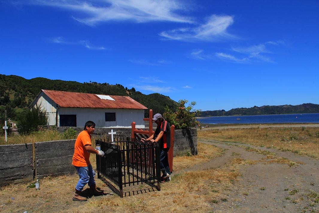 pintando tumba chiloe pablocaminante - Chiloé, Chile