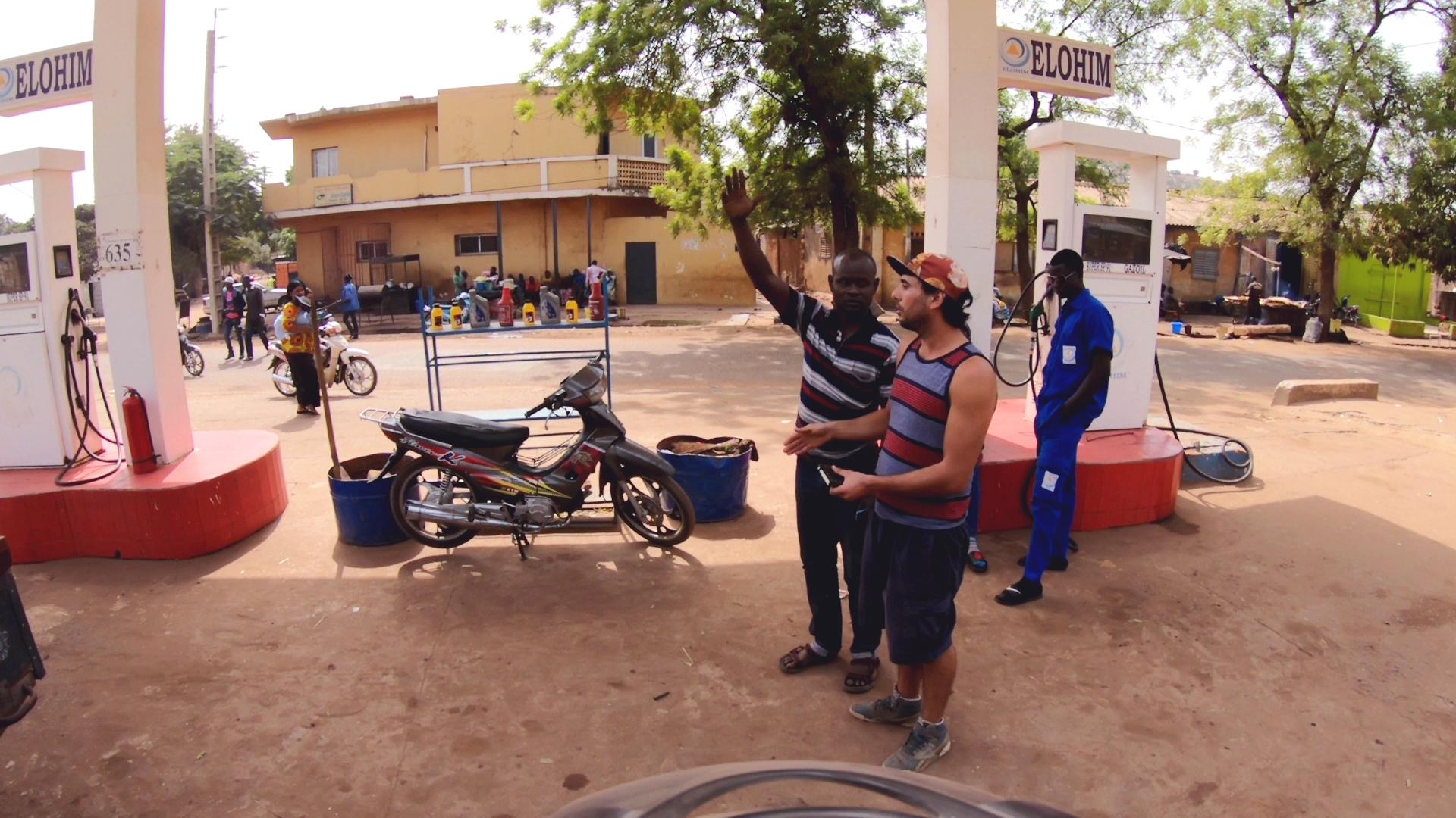 bandidocine pablocaminante bamako gasolinera - Mali 2, de Nioro a Ségou
