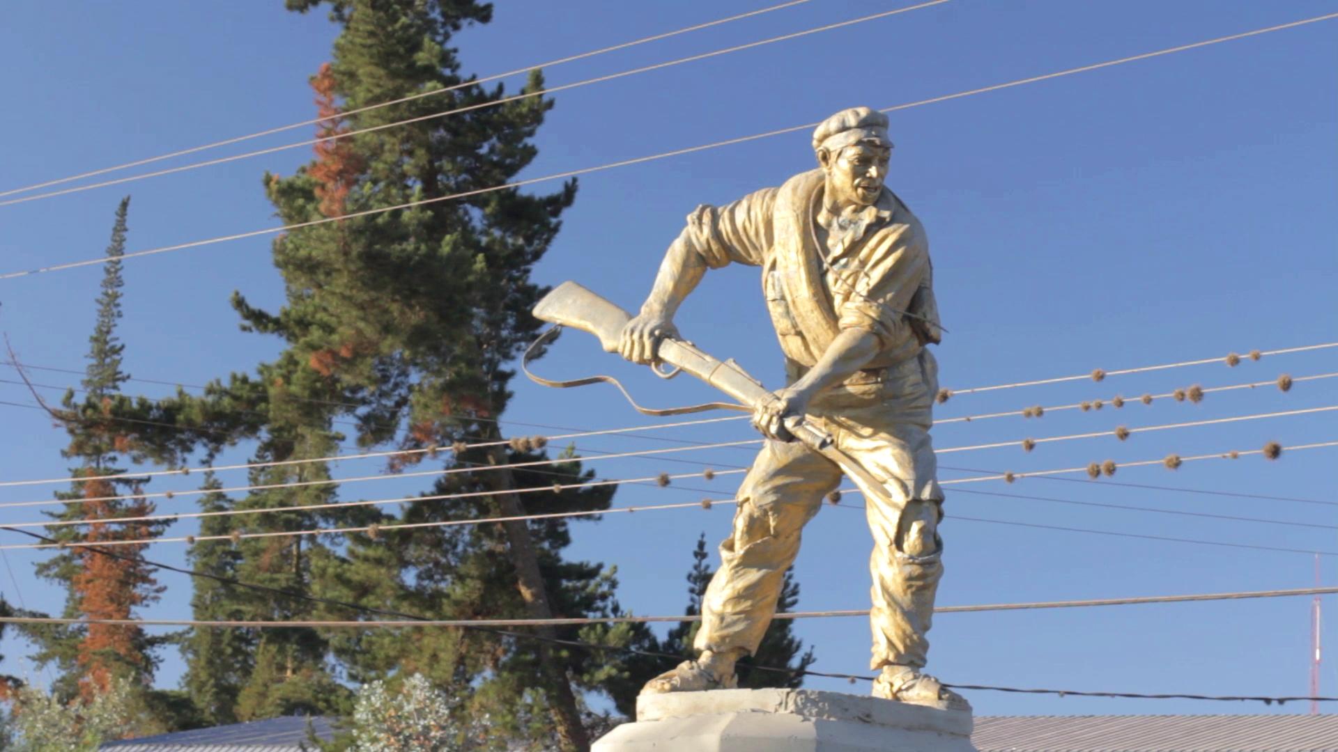 combatiente chaco estatua vallegrande pablocaminante - Ruta del Che 1/2, Vallegrande