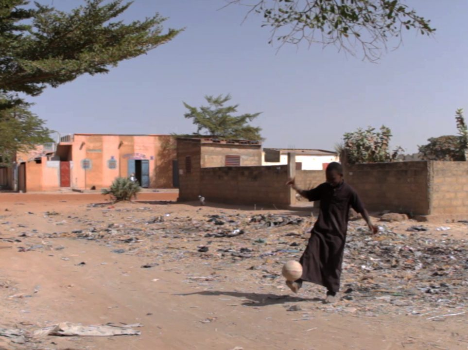nino jugando futbol mali pablocaminante 963x720 - Malí 3, Ségou