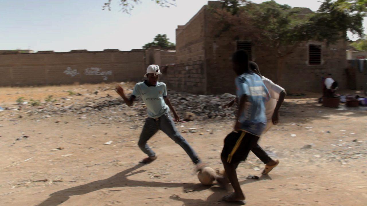 ninos jugando futbol mali pablocaminante 1280x720 - Malí 3, Ségou