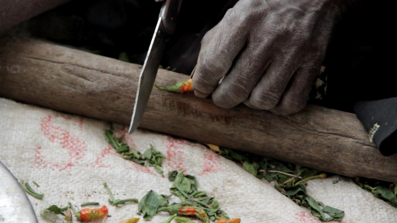 cortando pimientos dogon pablocaminante - Malí 4, País Dogon I: Ogossogou