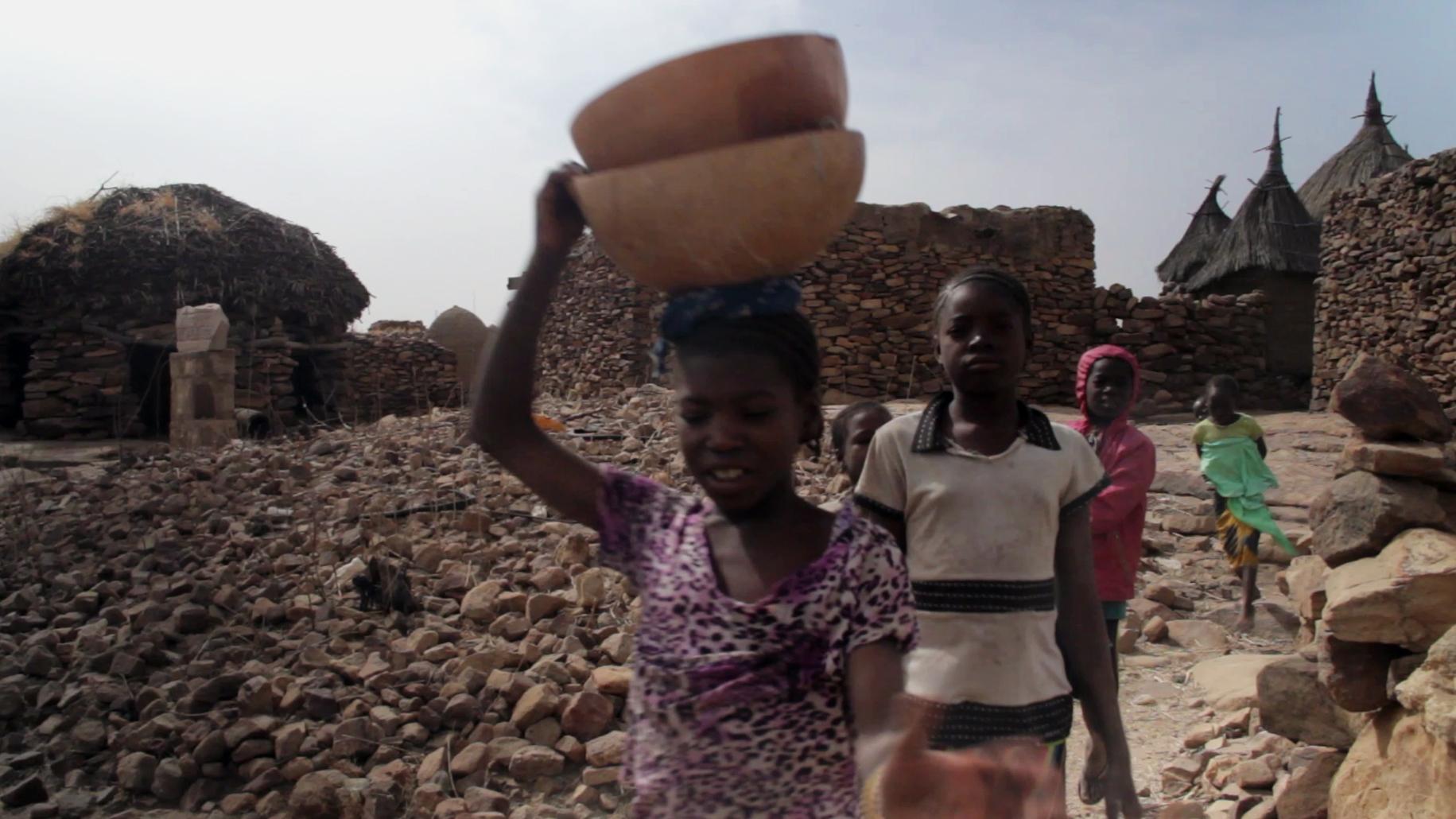 ninas caminando djiguibombo pablocaminante - Malí 5, País Dogon II: Djiguibombó