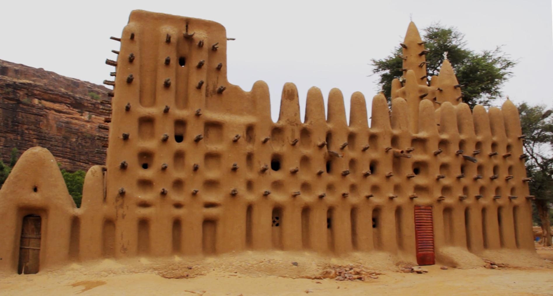 mezquita adobe kanikombole dogon pablocaminante bandido cine - Malí 6, País Dogon III: Falla de Bandiagara