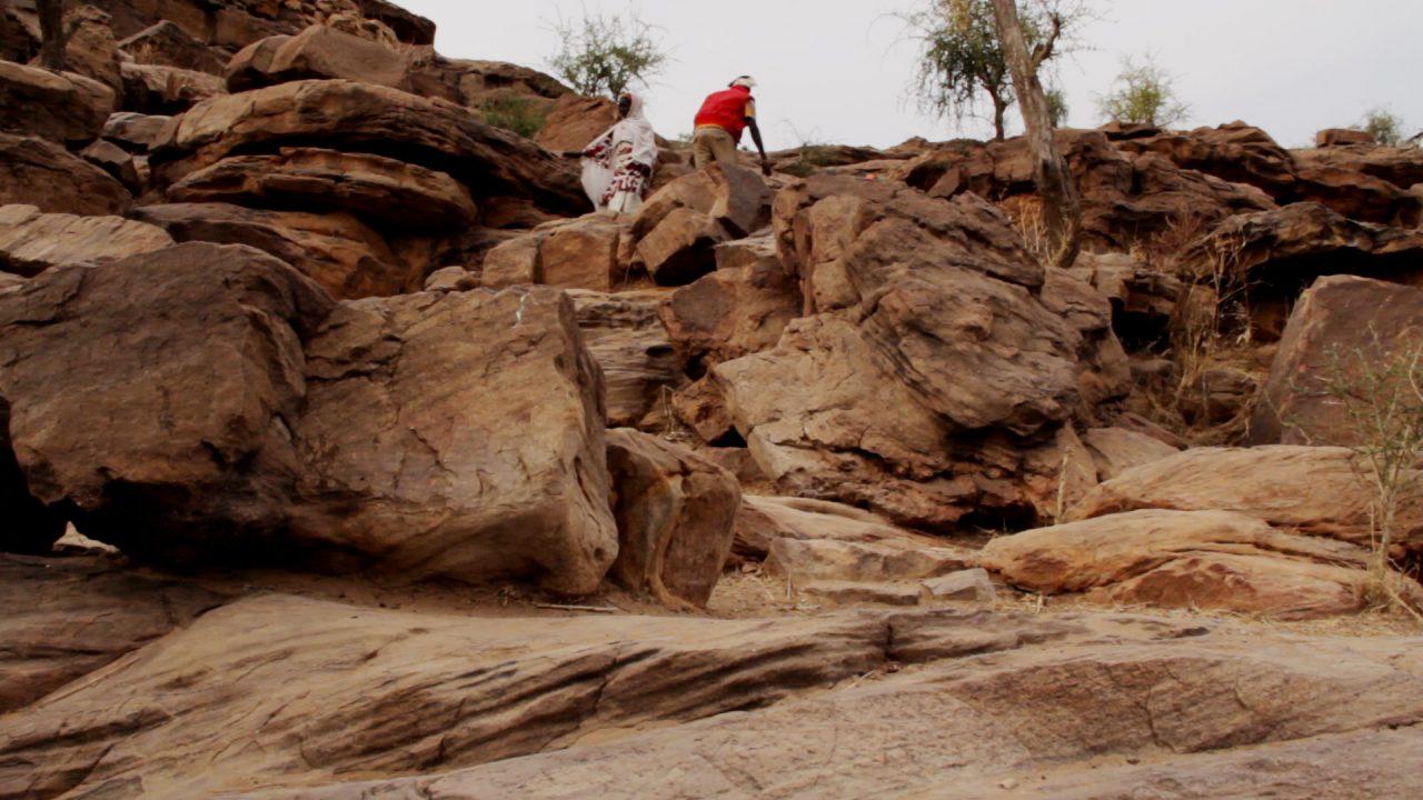 subiendo bandiagara kanibonzon pablocaminante 1280x720 - Malí 6, País Dogon III: Falla de Bandiagara