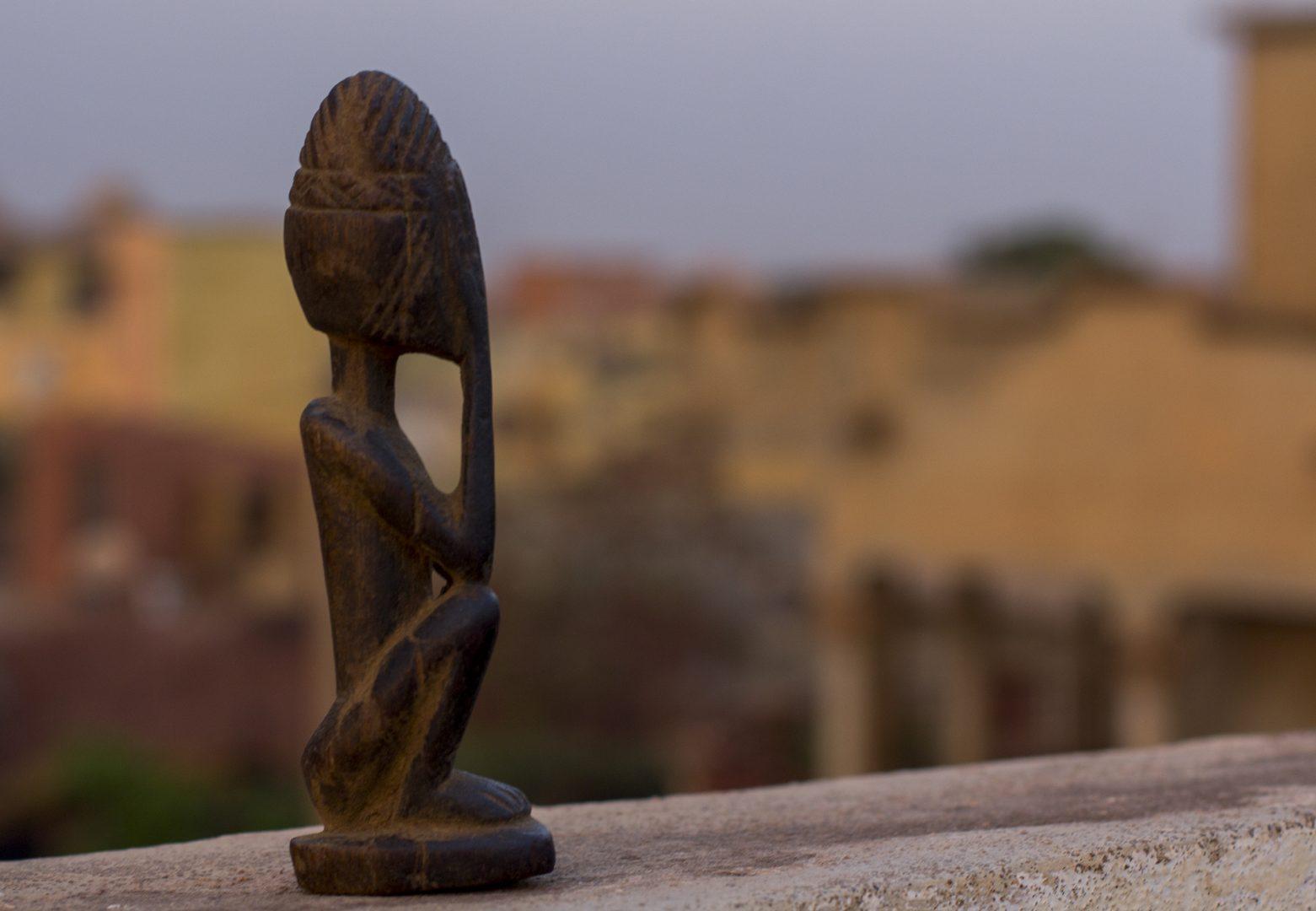 arte dogon ebano pablocaminante 1561x1080 - Malí 8, País Dogon V: moda, arte y religión