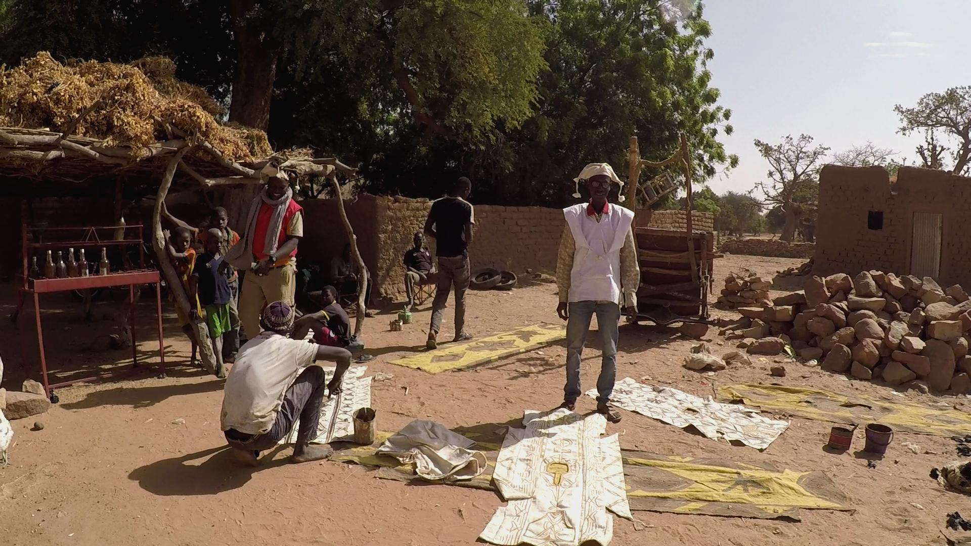 dogon  bogolan pablocaminante ende 1 - Malí 8, País Dogon V: moda, arte y religión