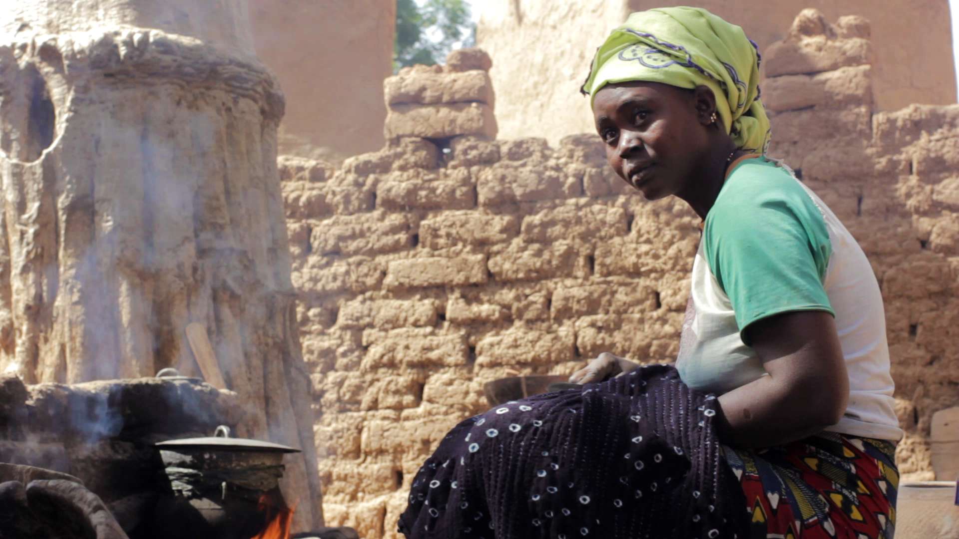 fabricacion bogolan dogon pablocaminante mujer - Malí 8, País Dogon V: moda, arte y religión