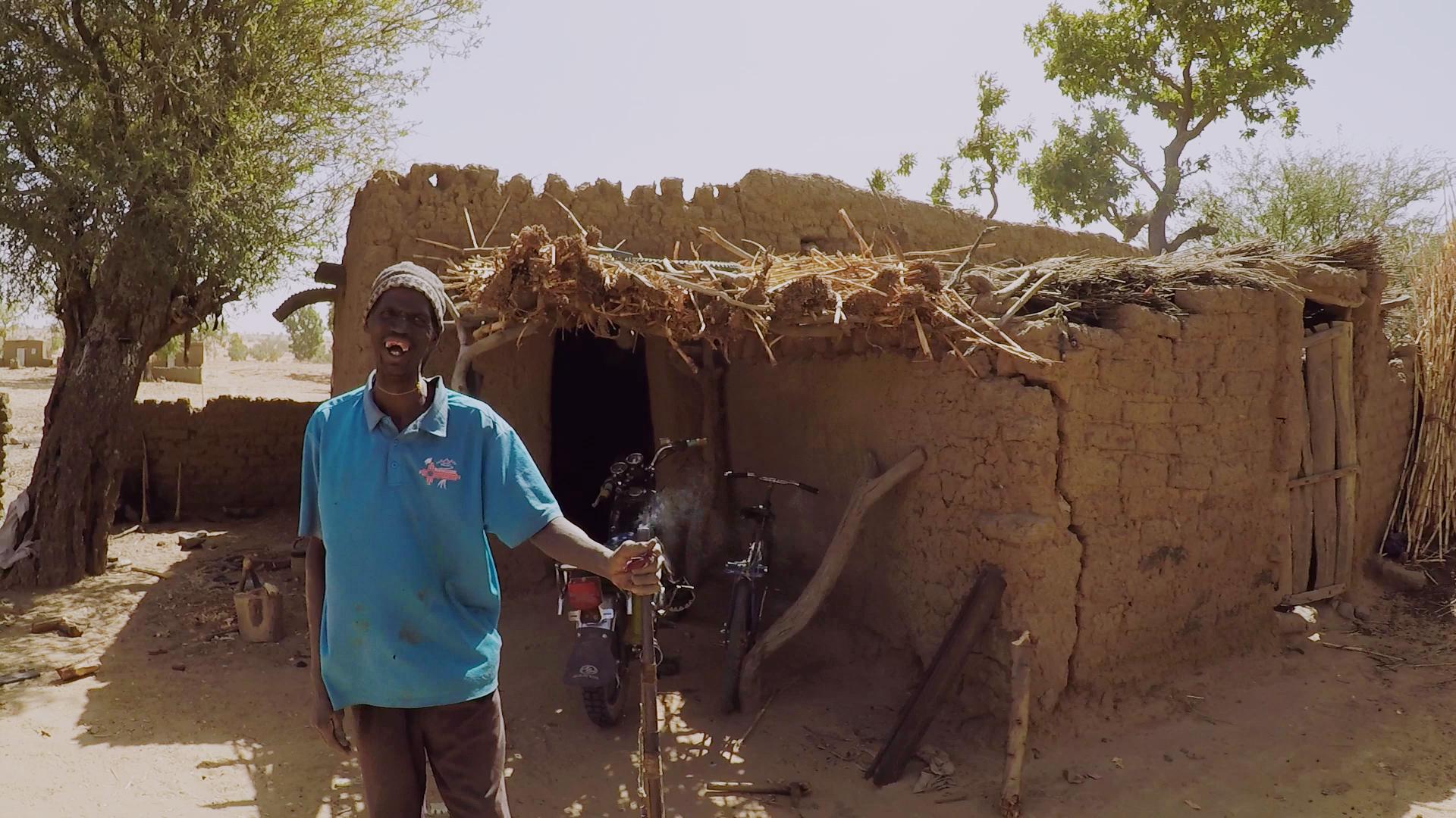herrero cazador dogon pablocaminante mali - Malí 8, País Dogon V: moda, arte y religión