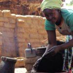 mujer fabricacion bogolan dogon pablocaminante 150x150 - Malí 1, Nioro du Sahel