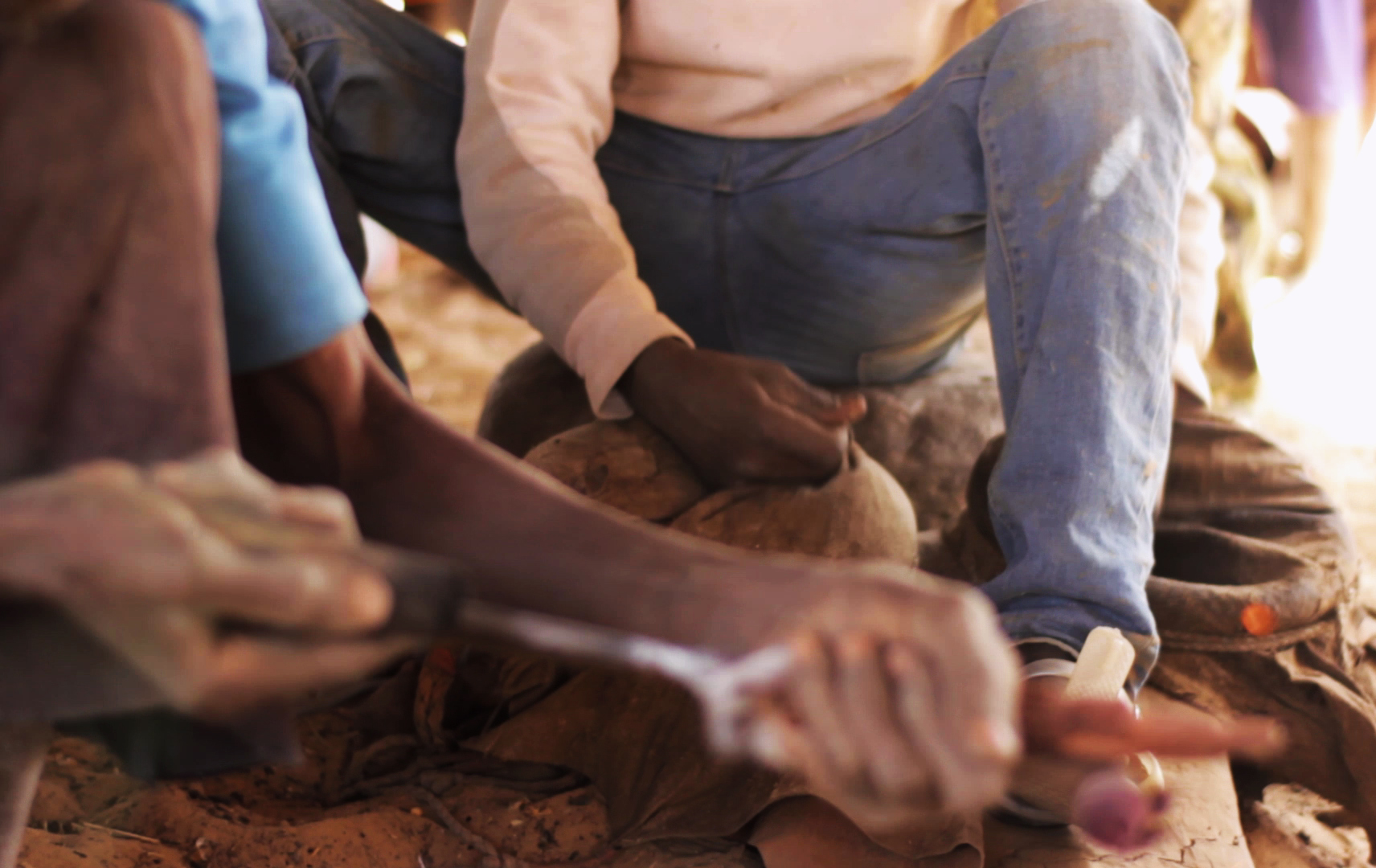 pablocaminante bandido cine dogon herrero - Malí 8, País Dogon V: moda, arte y religión